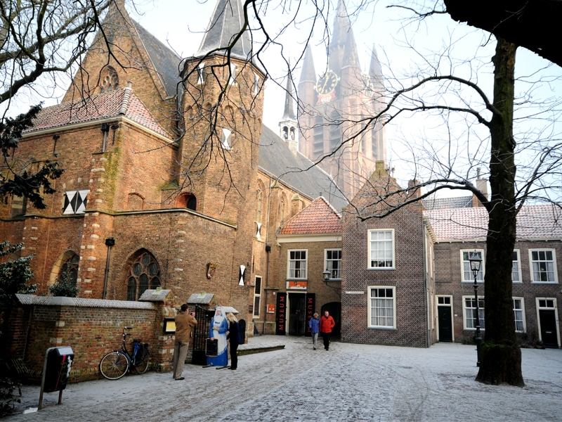 Courtyard in front of the Prinsen Museum in Delft in winter.